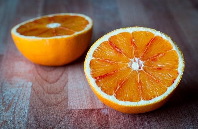 Le cochon d'Inde et les oranges